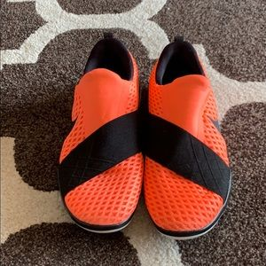 Size 8, Coral Nike Free Connect